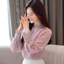 2018 new styles of autumn wear, fashion, velvet lace, women's wear, long sleeves, very immortal blouse, temperament, and Western style shirts.