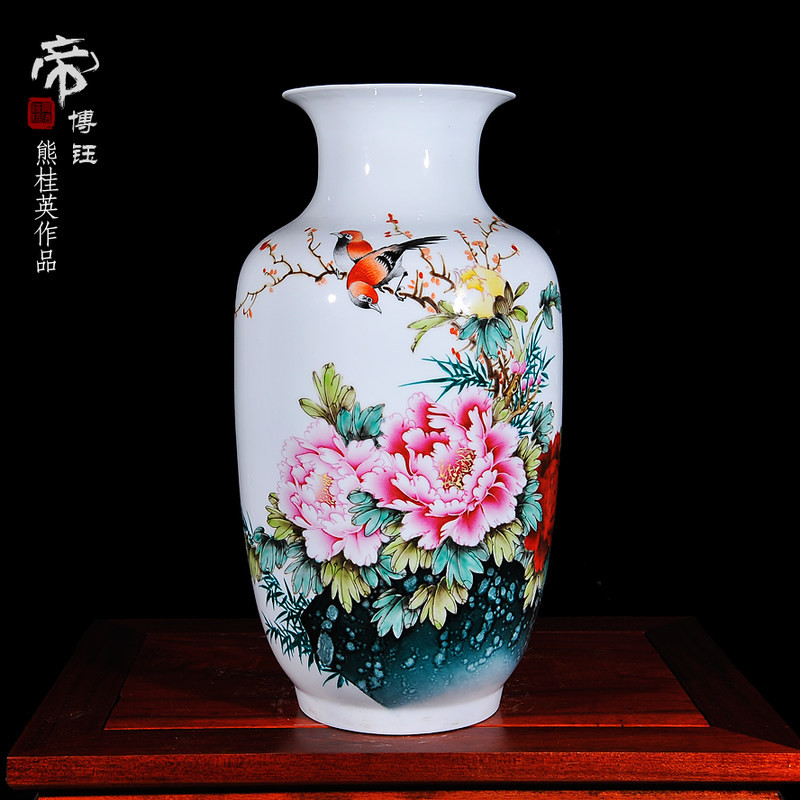 Jingdezhen ceramic master hand-painted pastel vase living room modern fashion home decoration decoration craft ornaments