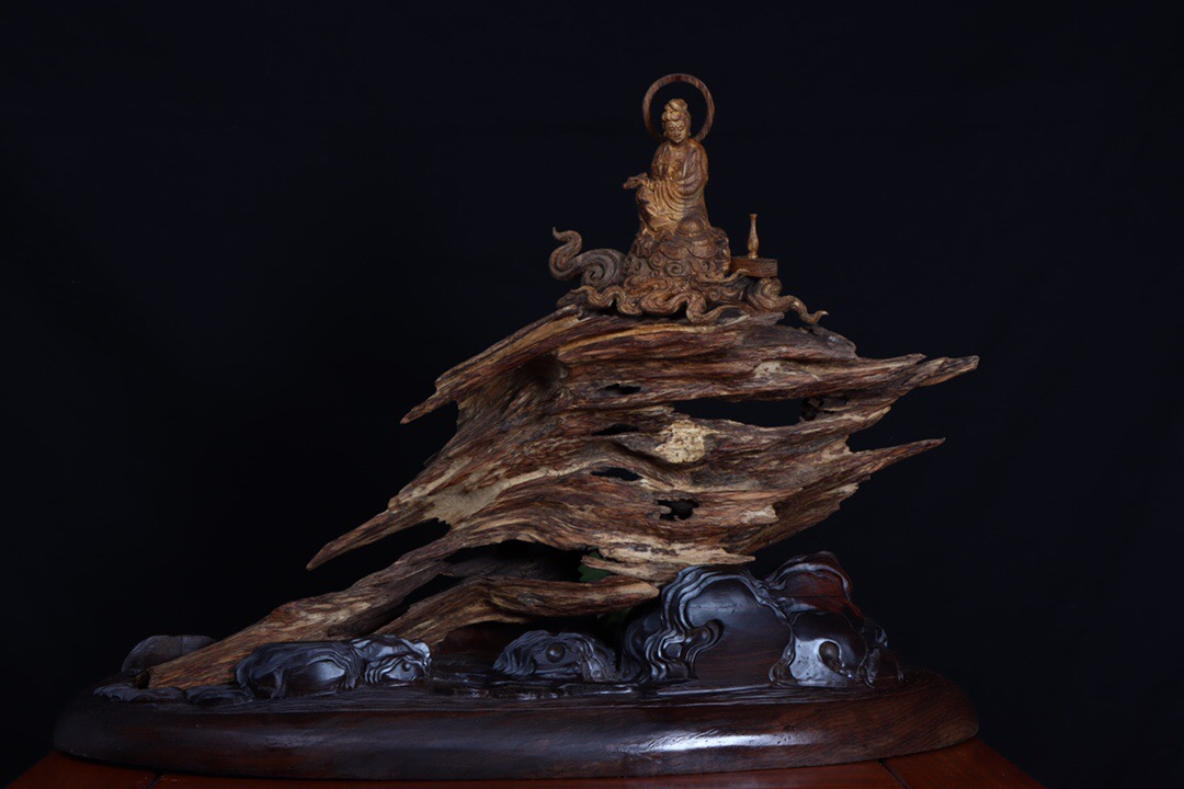 Natural agarwood raw wood ornaments Old materials natural shape fidelity Dara dry carving decoration Zen mountain with the shape
