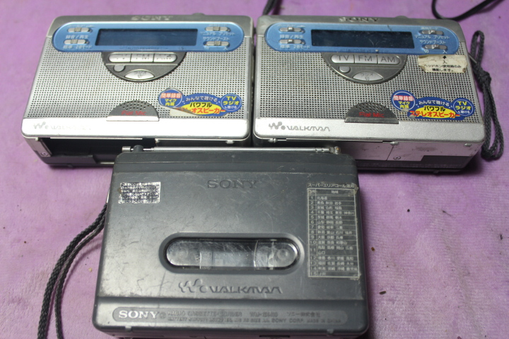 2-Handed Sony GX410 Tape Walkman Records and Plays Two-horn Classic Model