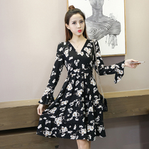 2017 new beautiful girl small fresh floral v collar horn sleeve sexy chiffon dress waist Korean long skirt