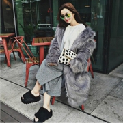 The new Haining winter winter 2017 MS imitation silver fox fox fur coat female whole skin long fur.