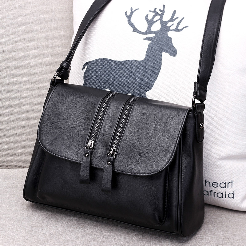 Soft leather lady bag 2019 new autumn and summer shoulder oblique dual-purpose bag middle-aged lady mother lady earth large capacity