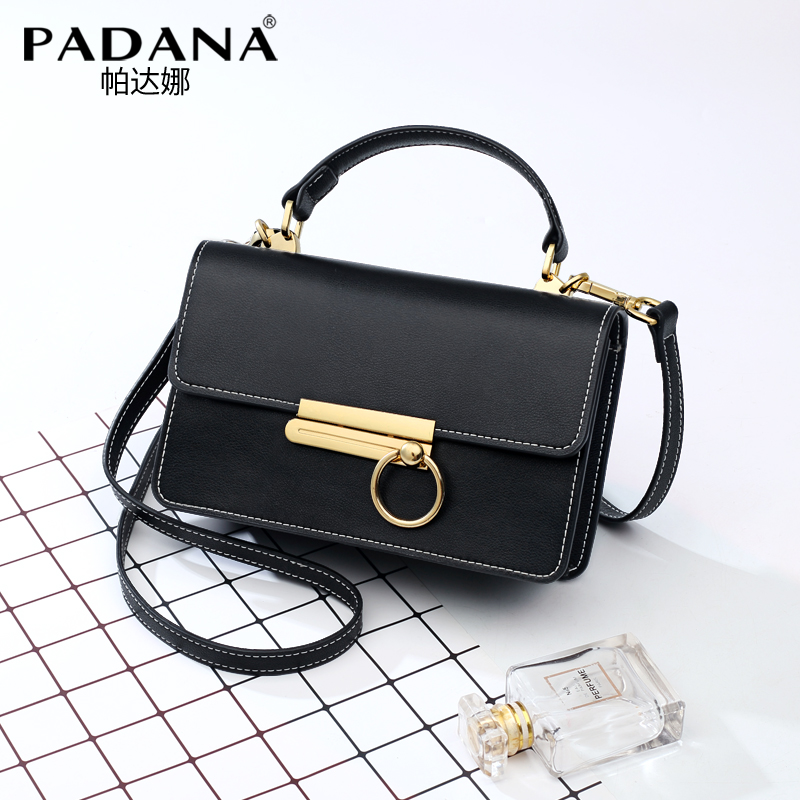 New small bag female 2018 new wave Korean version of the autumn fashion portable leather small square bag shoulder Messenger bag female