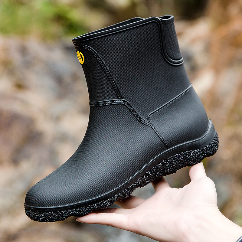 For men's rain shoes, the middle sleeve anti-skid waterproof shoes work fashion short sleeve rain boots plus Plush warm rubber shoes for men's overshoes