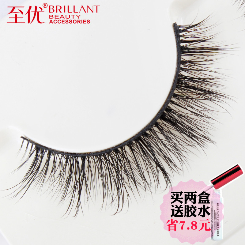 Natural simulation of hand-made eyelashes with superior pointed tail
