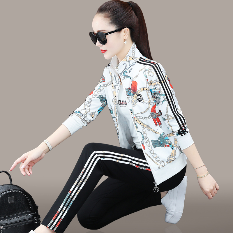 Sportswear suit womens spring and autumn 2021 new Korean version of fashion casual printing ocean air loose sweater three-piece set of tide