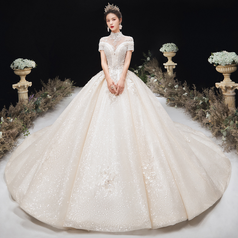 Wedding dress 2020 new Bride Wedding Princess shows thin and simple temperament luxury tailed chest small dress female small man
