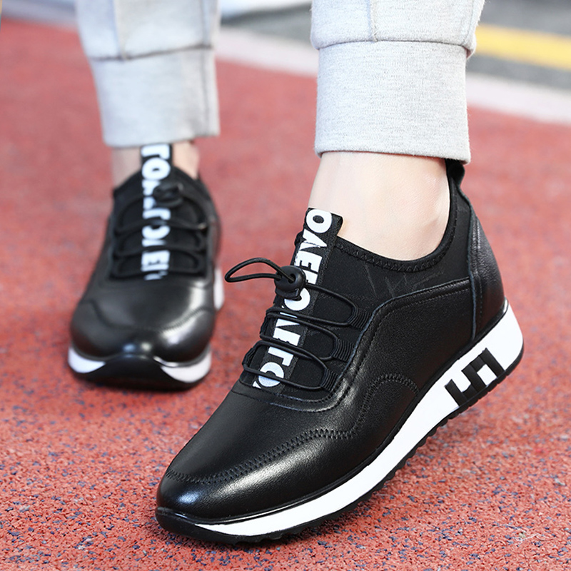 Spring leather soft sole middle-aged sports leisure shoes anti-skid middle-aged and old mothers leather shoes flat heel fashion women's shoes
