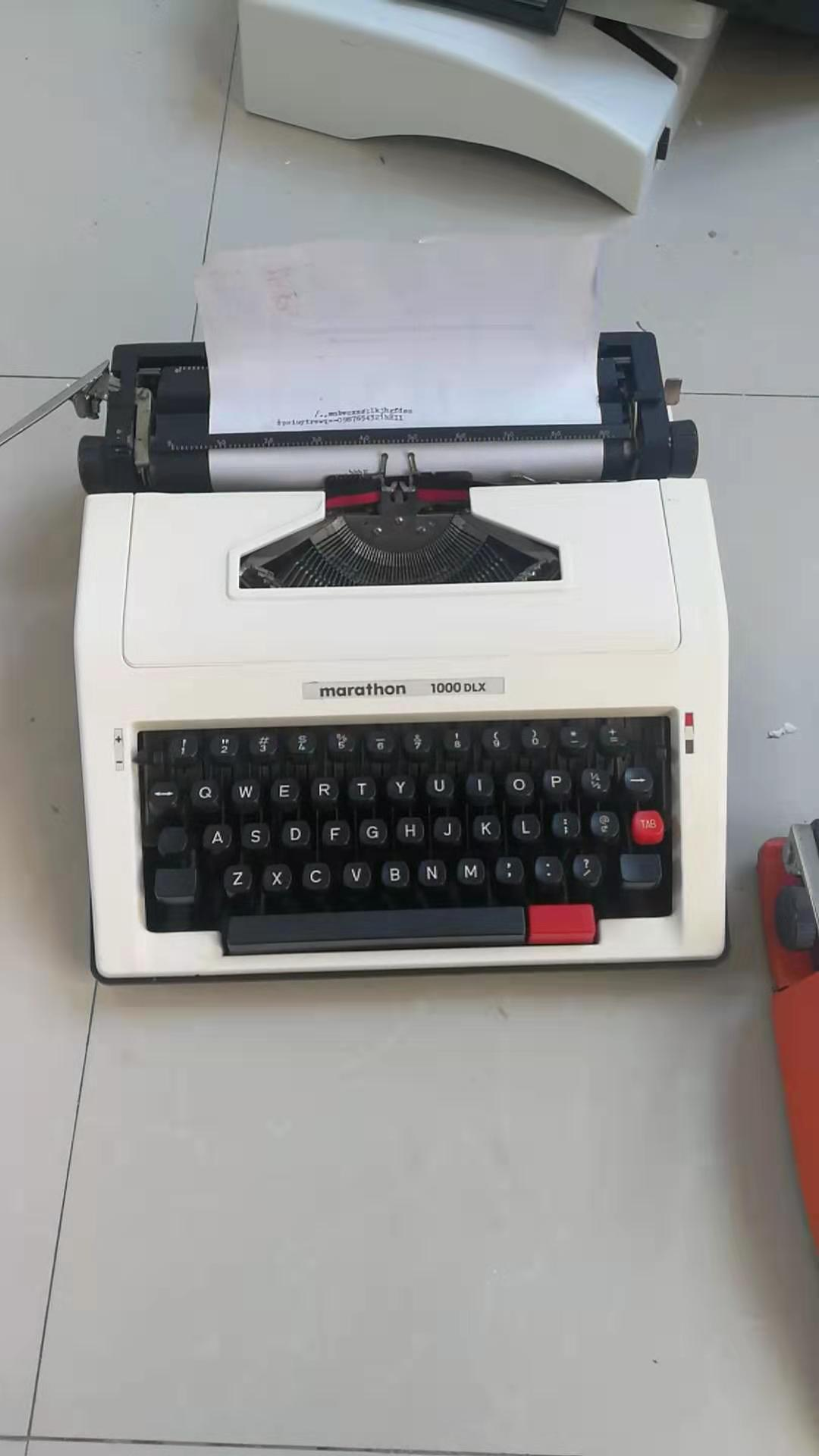 Imported marathon 1000 models of old-fashioned ancient machinery English typewriters can type