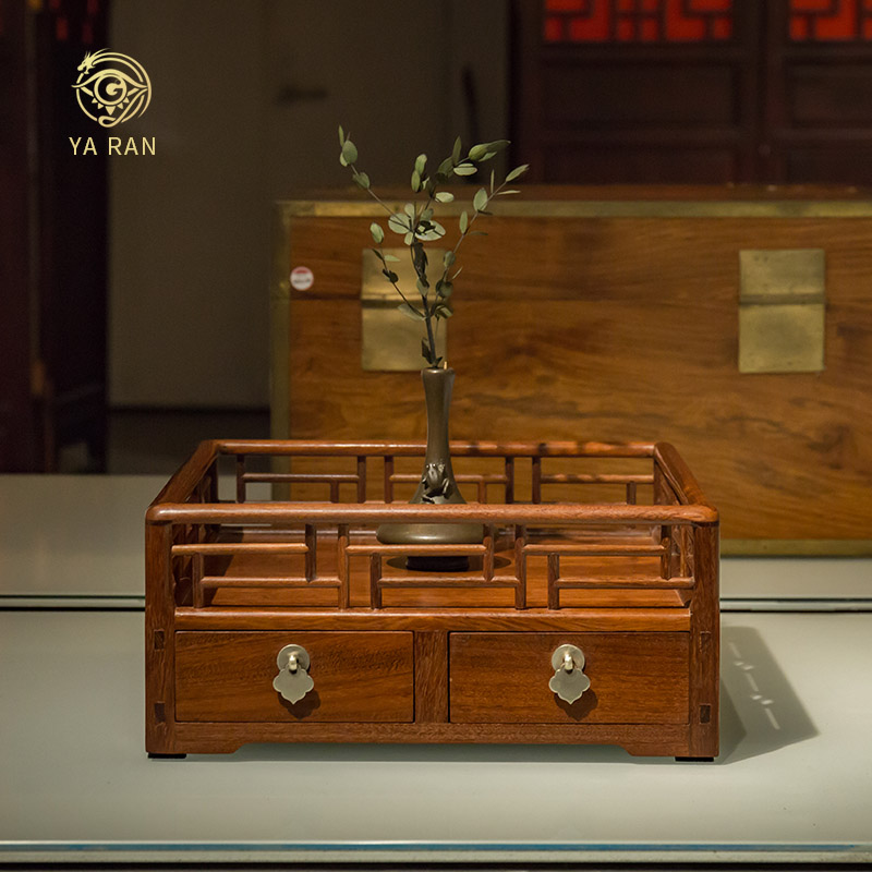 Wang Shixiang undertakes African Tielimu Tea Plate, desk receives box of Tielimu Solid Wood Tea Plate by hand.