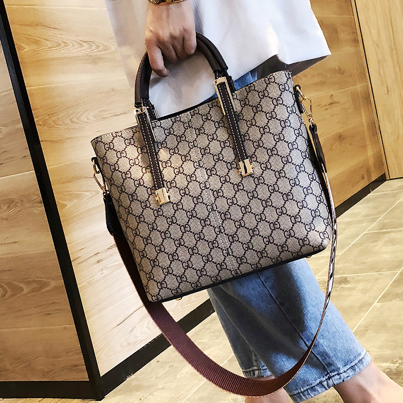 2018 new texture bag female handbag printing simple wide shoulder strap shoulder bag large capacity fashion tote bag
