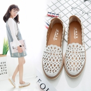 Spring shoes out of white shoes female 2017 new all-match Korean flat flat with round hollow shoes in summer
