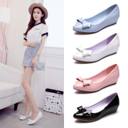 A small leather shoes with slope work shoes soft bottom flat shoes spring bow shoes leather shallow mouth gourd