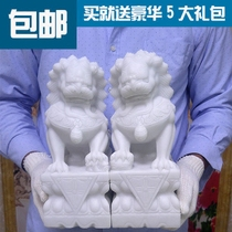A pair of small and large stone lions decorate stone carving cemetery with Han Baiyu sculpture